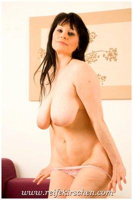 Nackt zeigen sich reife damen Nackte Frauen